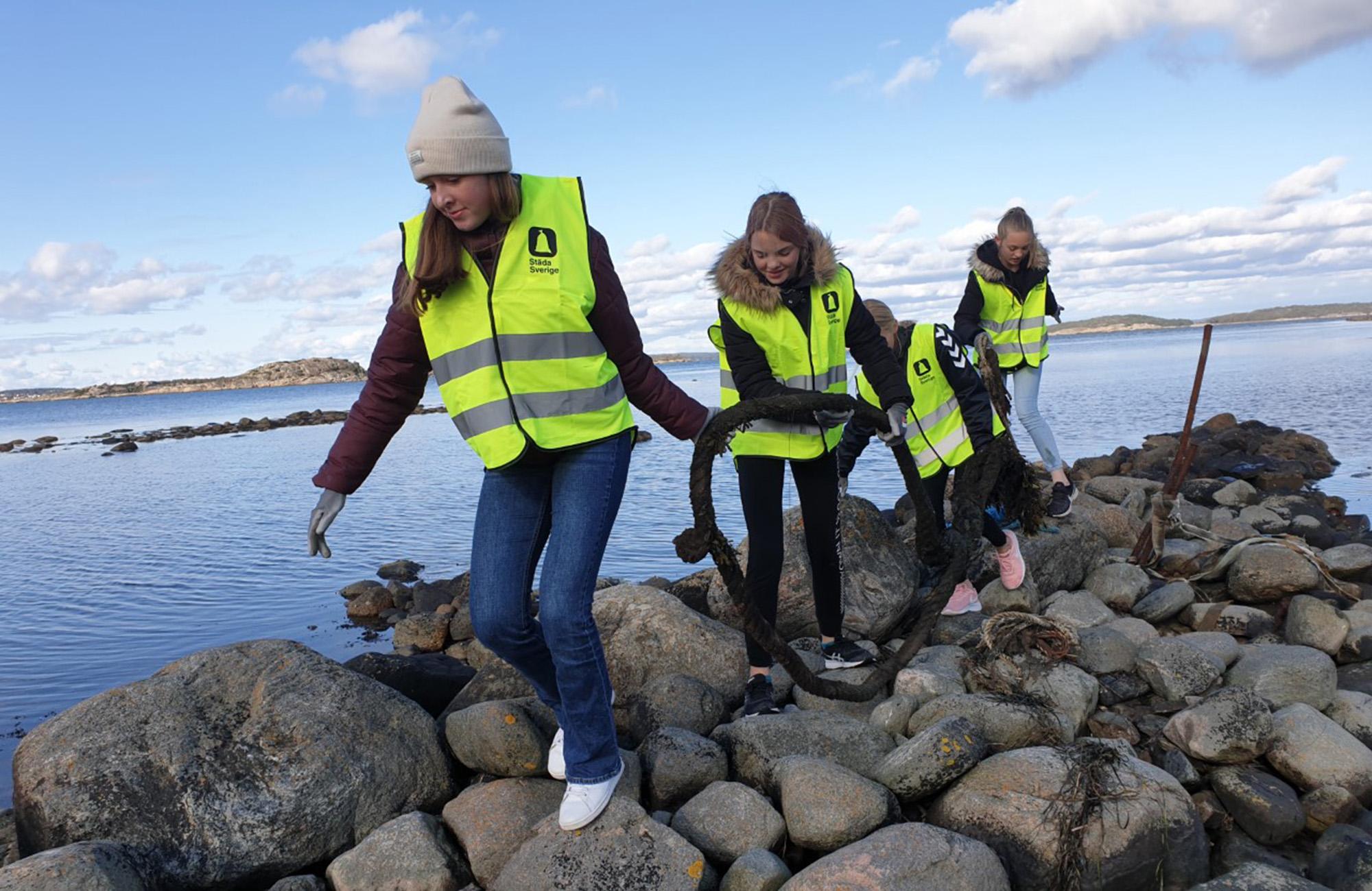 13 ton skräp plockat och 527 000 kr till ungdomsidrotten när ICA och föreningar städat Sverige