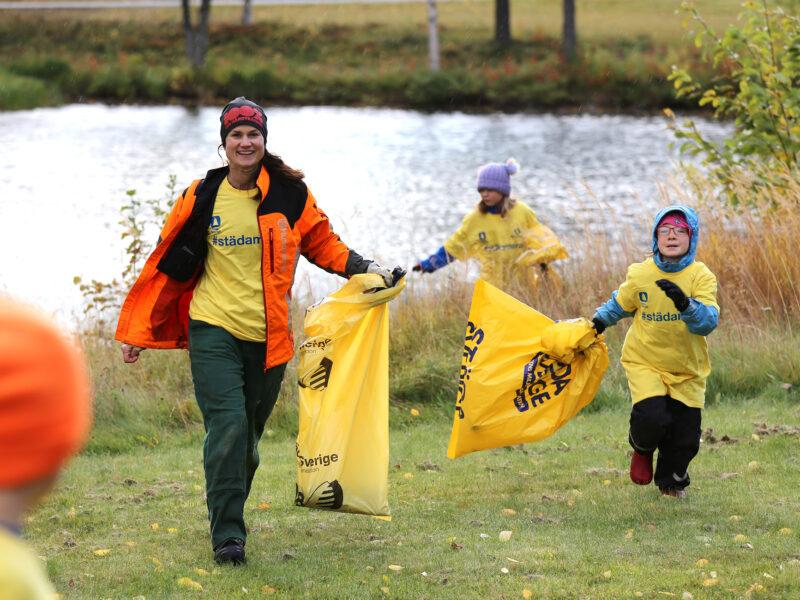 Nu ska skräpet bort från Sveriges stränder – över 100 idrottsföreningar i samlad trupp