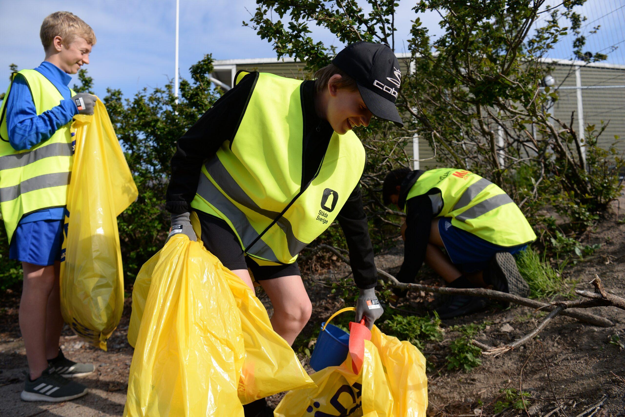 Idrottsungdomar och ICA Maxi tar ansvar för miljön i Örebro