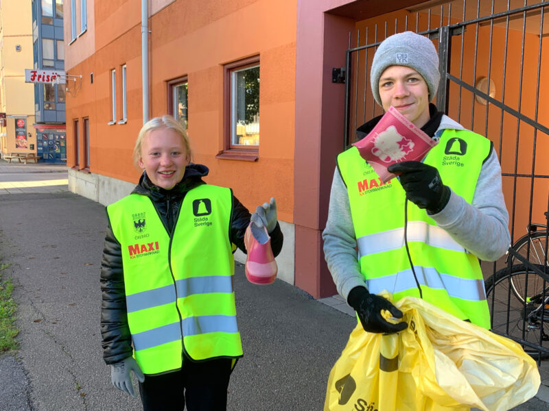 Lokala städningar i helgen med Maxi och ungdomar i Nacka, Solna och Örebro