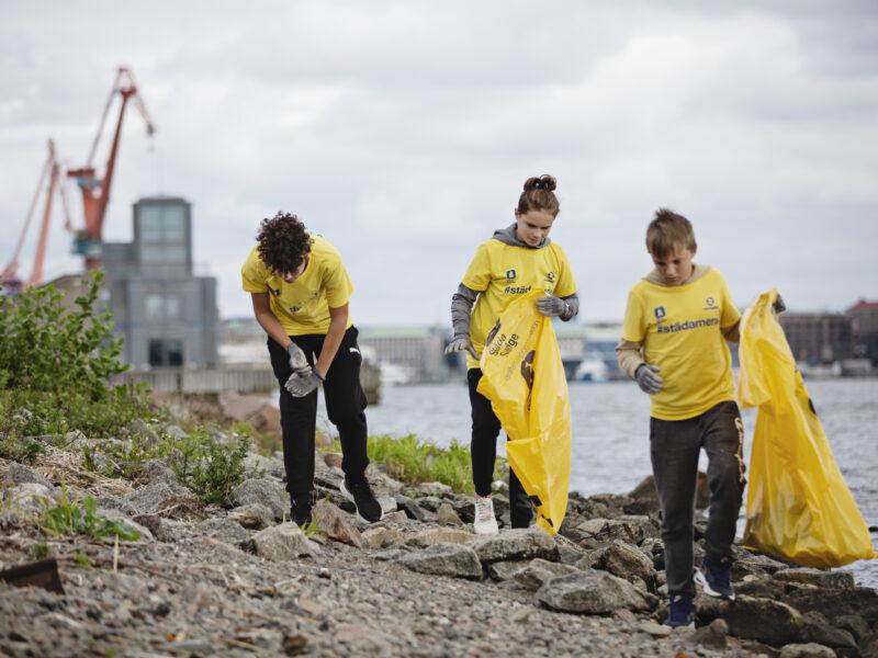 Sveriges stränder nu 13 ton lättare